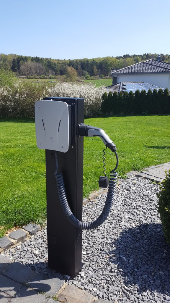 SolarBioxin sähköauton latauspiste