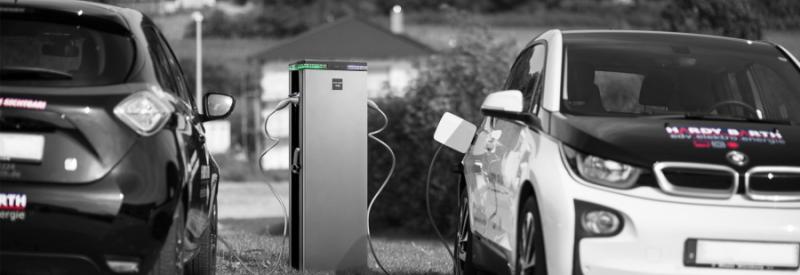 SolarBioxin sähköauton latauspiste käytössä
