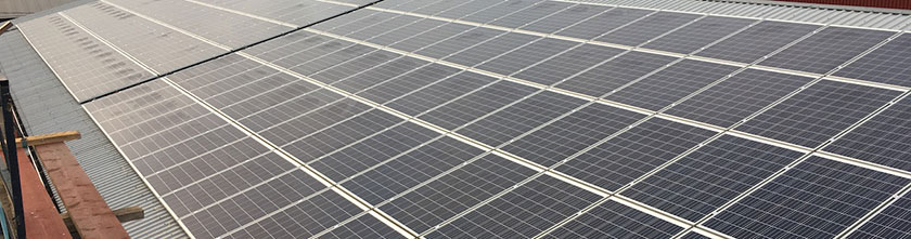 Aurinkopaneelit katolla Luhtikylässä